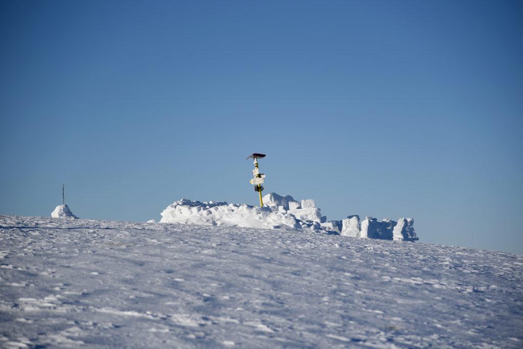 Śnieżny fort na szczycie Howerli