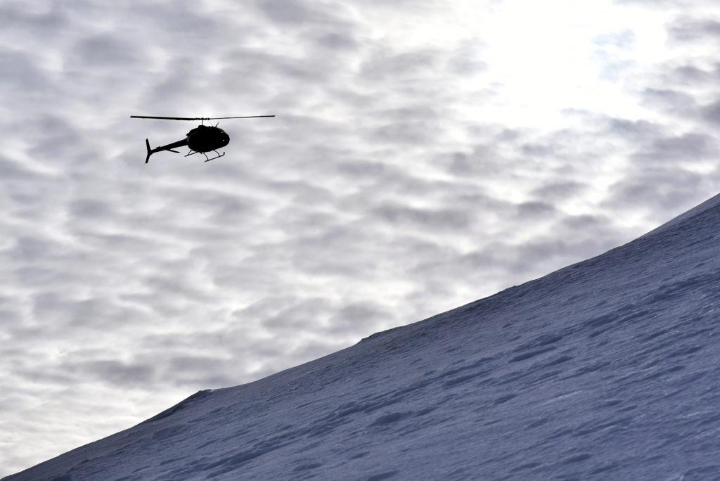 Helikopter w drodze na szczyt Howerli
