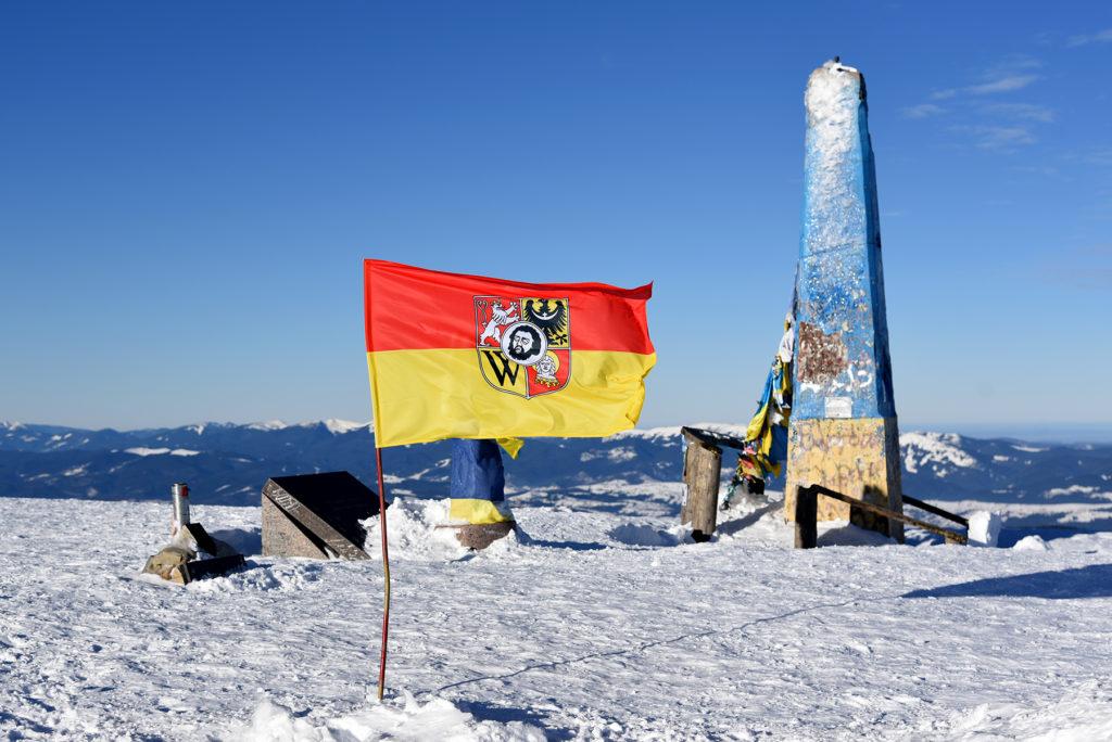 Howerla - z flagą Wrocławia na szczycie