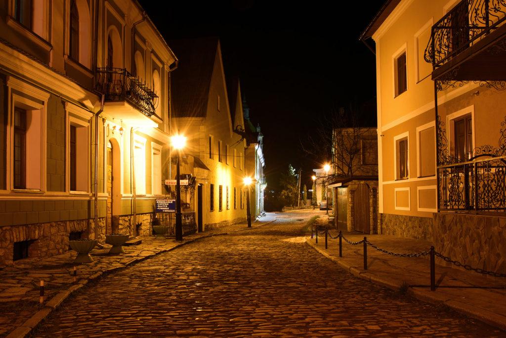 Kamieniec Podolski - ulica Pietnicka nocą