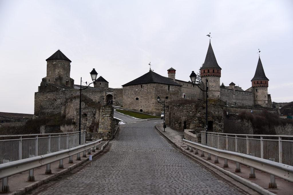 Kamieniec Podolski - widok na twierdzę z mostu