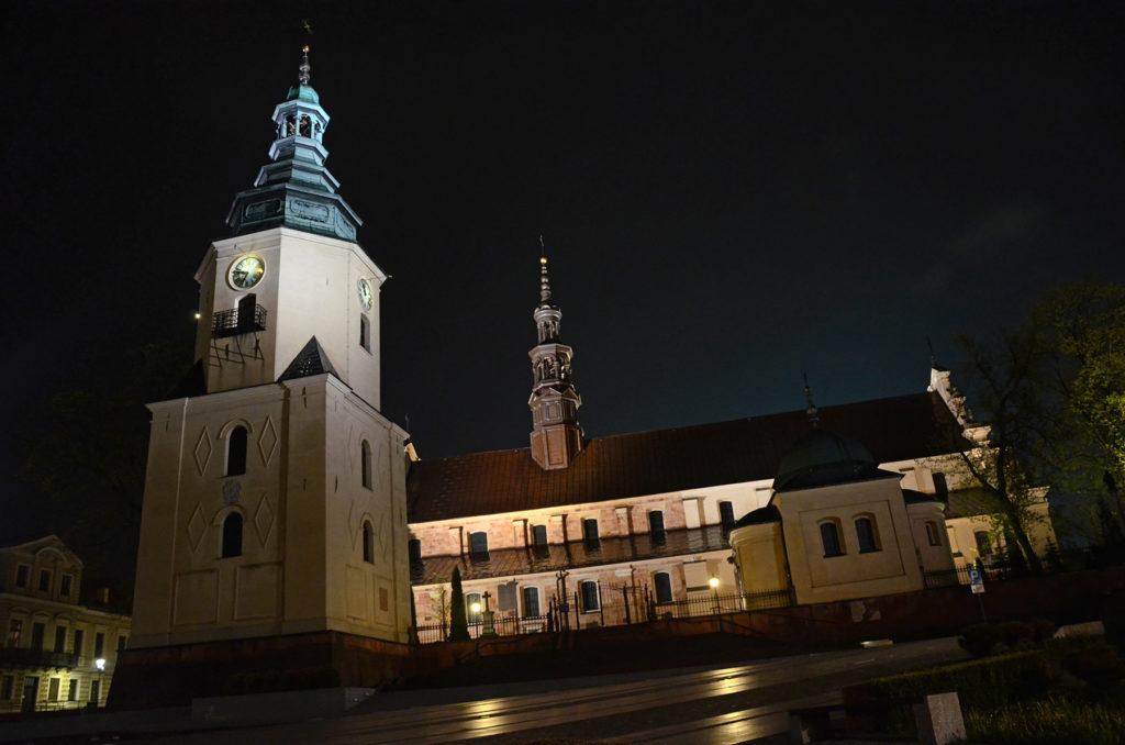 Bazylika katedralna Wniebowzięcia NMP w Kielcach nocą