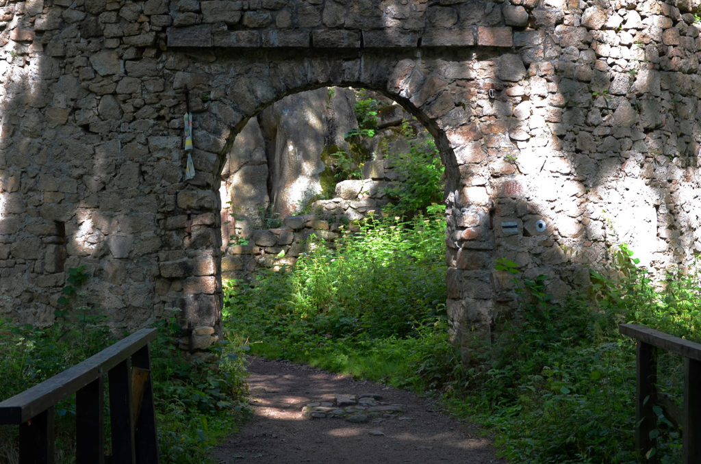 Brama wjazdowa do Zamku Bolczów