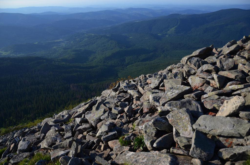 Gołoborze na Babiej Góry - widok w stronę północy