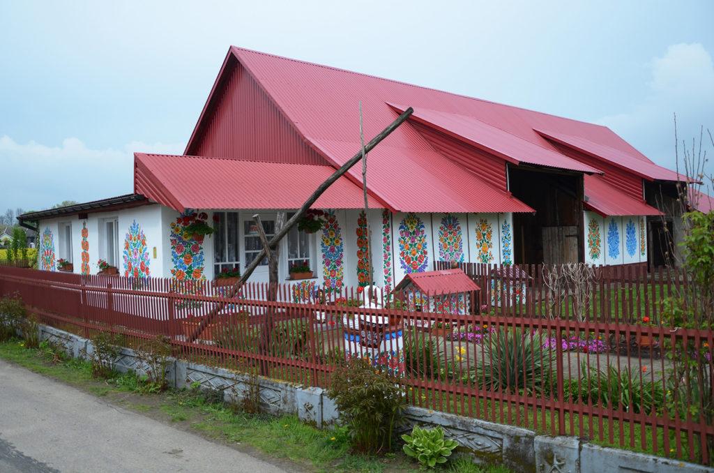 Jeden z malowanych domów w Zalipiu