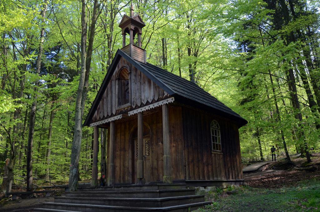 Kaplica przy szlaku na Łysicę