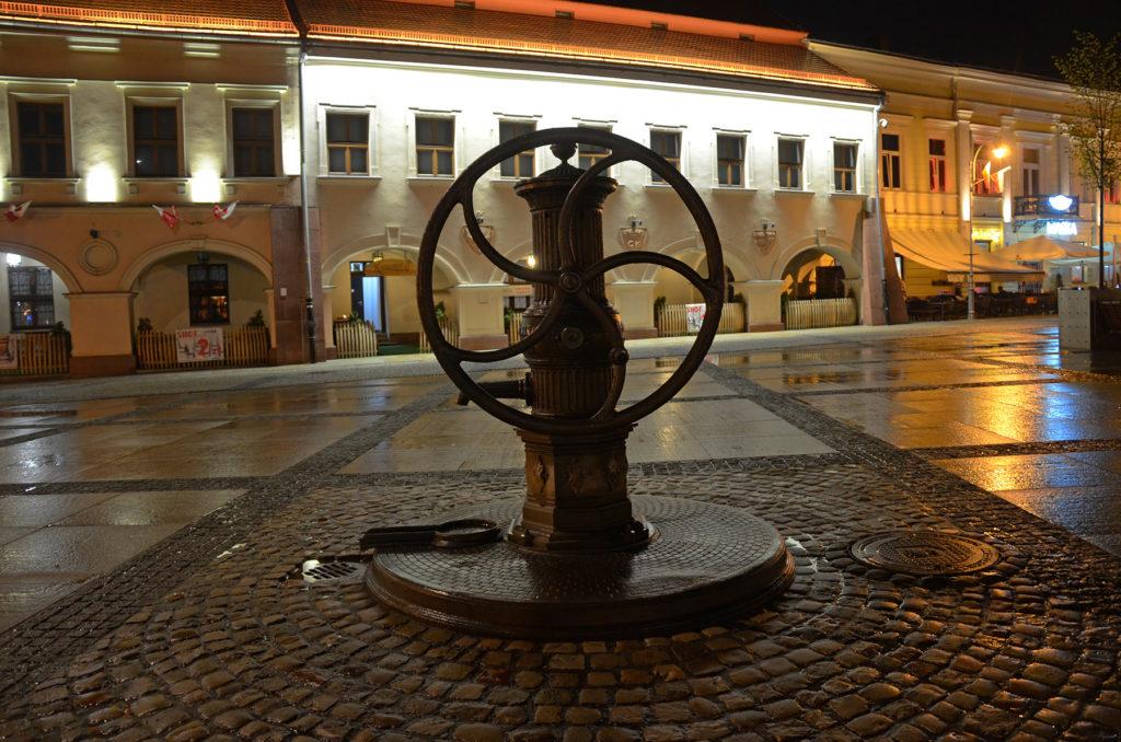 Rynek w Kielcach nocą