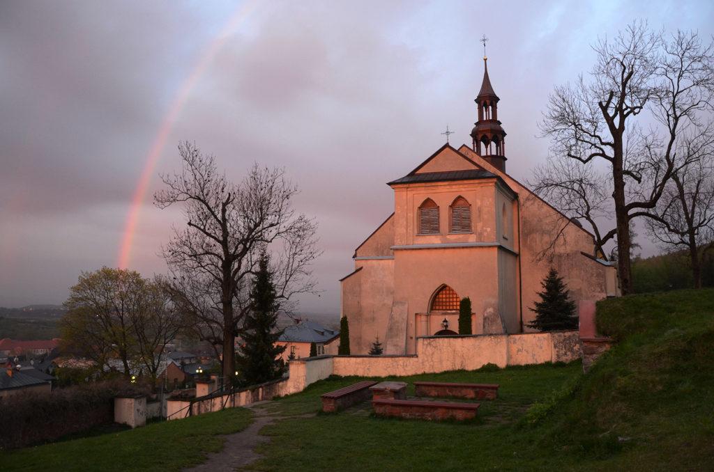 Tęcza za kościołem świętego Bartłomieja