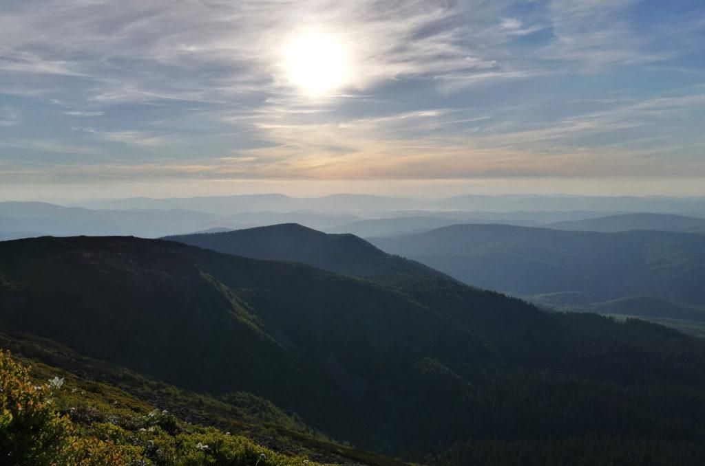 Widok ze zbocza Babiej Góry w kierunku zachodnim