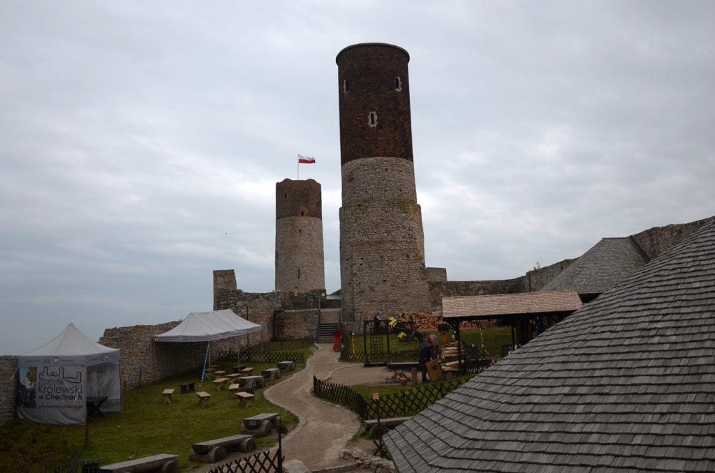 Zamek w Chęcinach - widok na dziedziniec