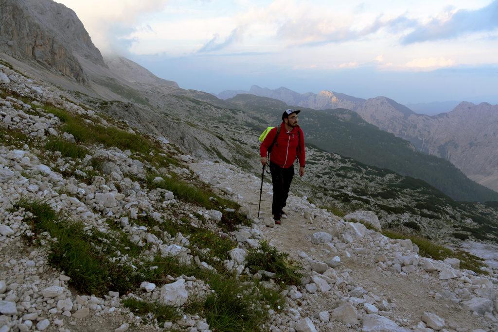 Łukasz w drodze na Kradericę - szlak na Triglav