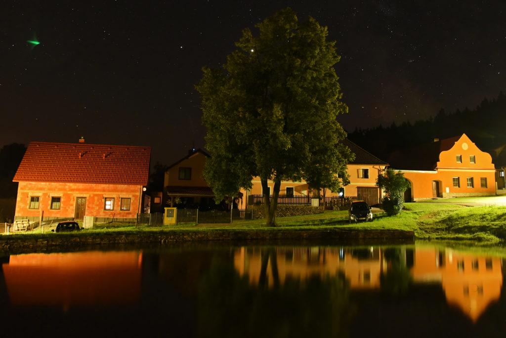 Noc nad stawem w Klenovicach
