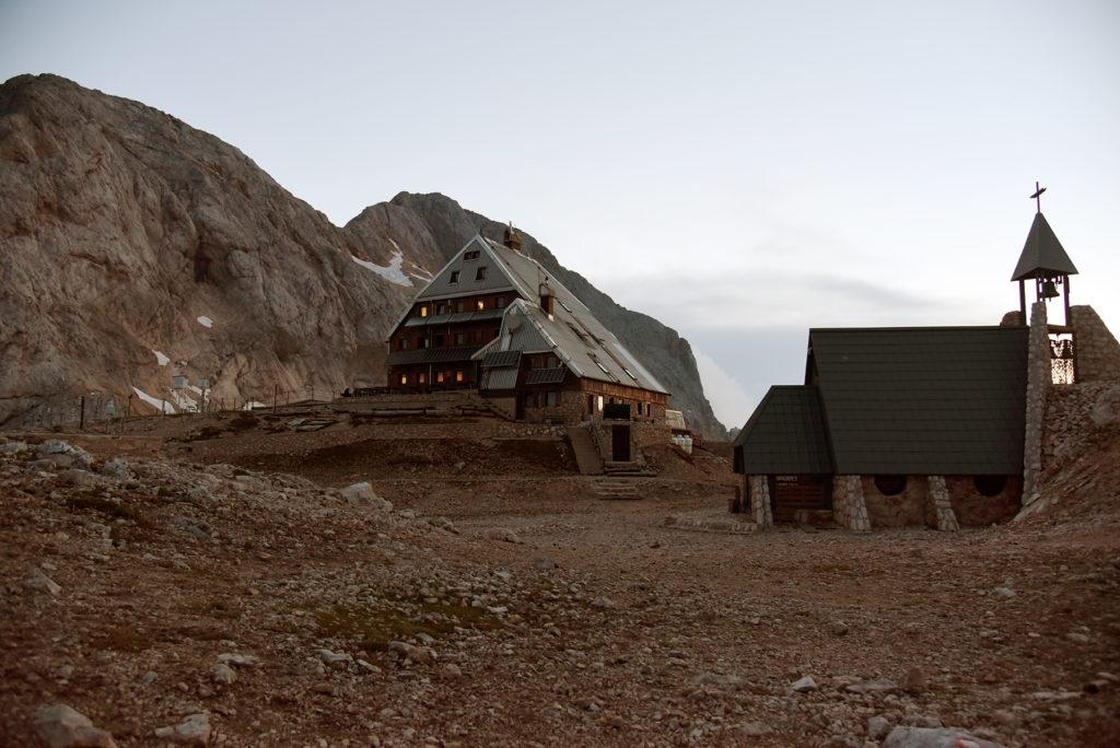 Schronisko Triglavski Dom oraz Kaplica Marii Śnieżnej