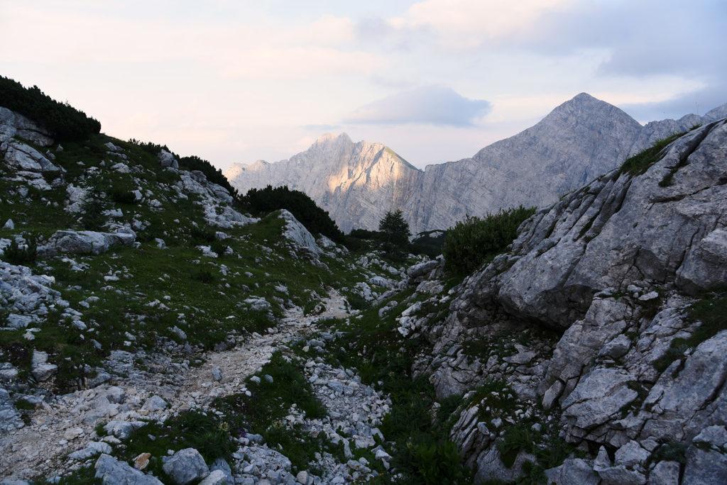 Szlak między skałami - droga na Triglav