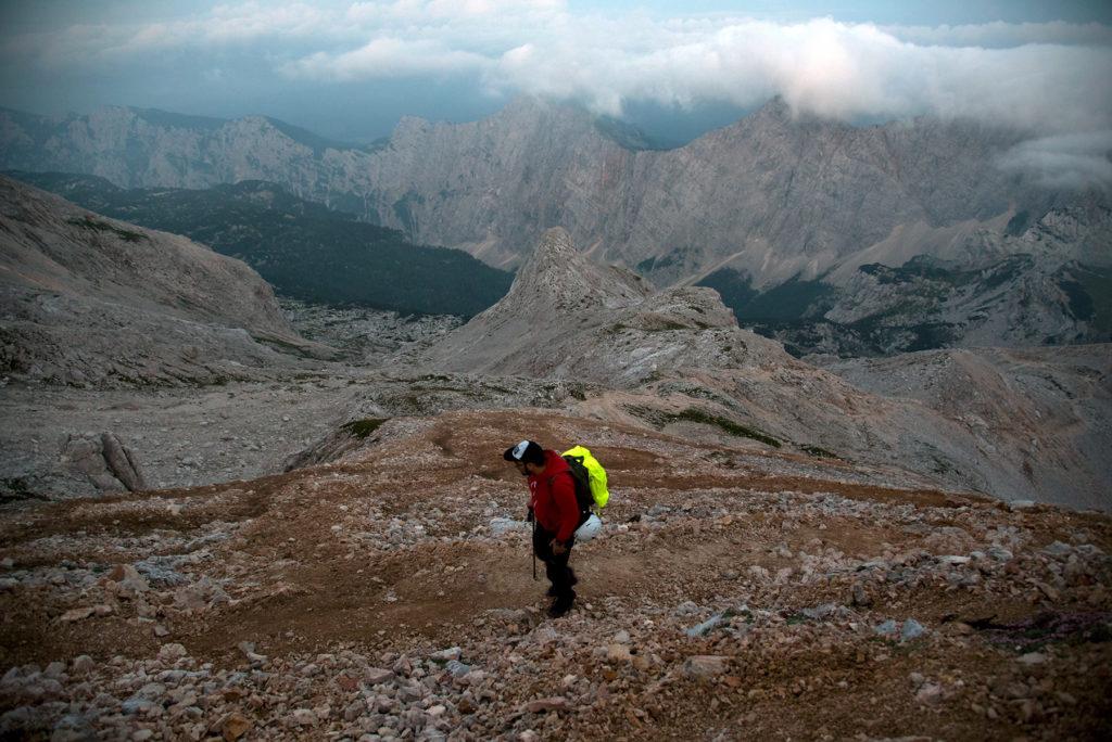 Wejście na Kredaricę - w tle szczyty otaczające Dolinę Krma