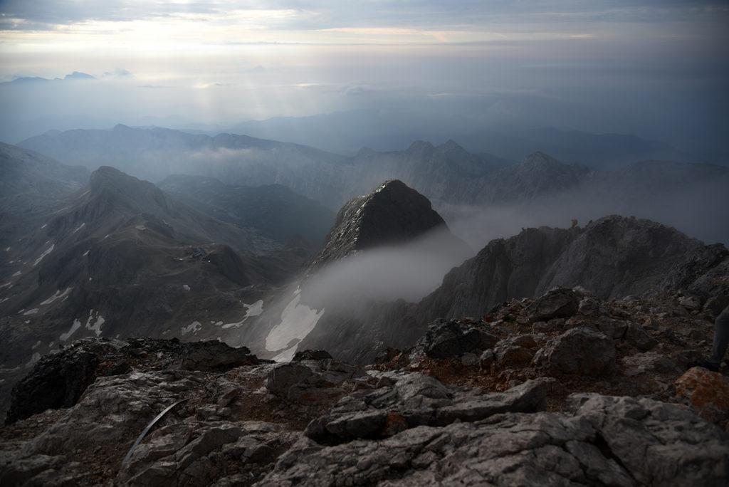 Widok ze szczytu Triglava w stronę grani i Małego Triglava